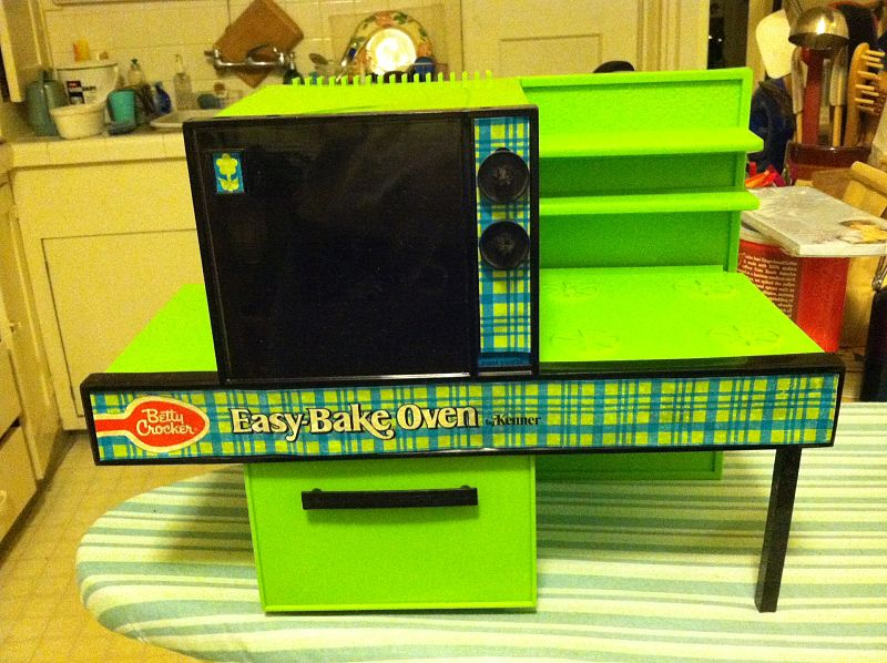 800px-1970's_easy_bake_oven_2013-09-17_19-40